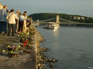 Duna part, Cipők