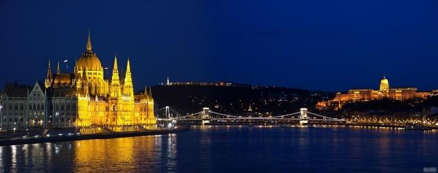 Parlament, Lánchíd, Budavári Palota - esti fényei / Budapest: Parliament, Chaine Bridge, Buda Castle - at night