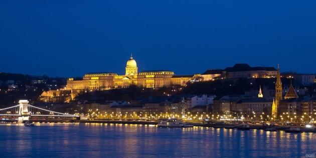 Budapest: Budavári Palota fényei / Buda Castle at night